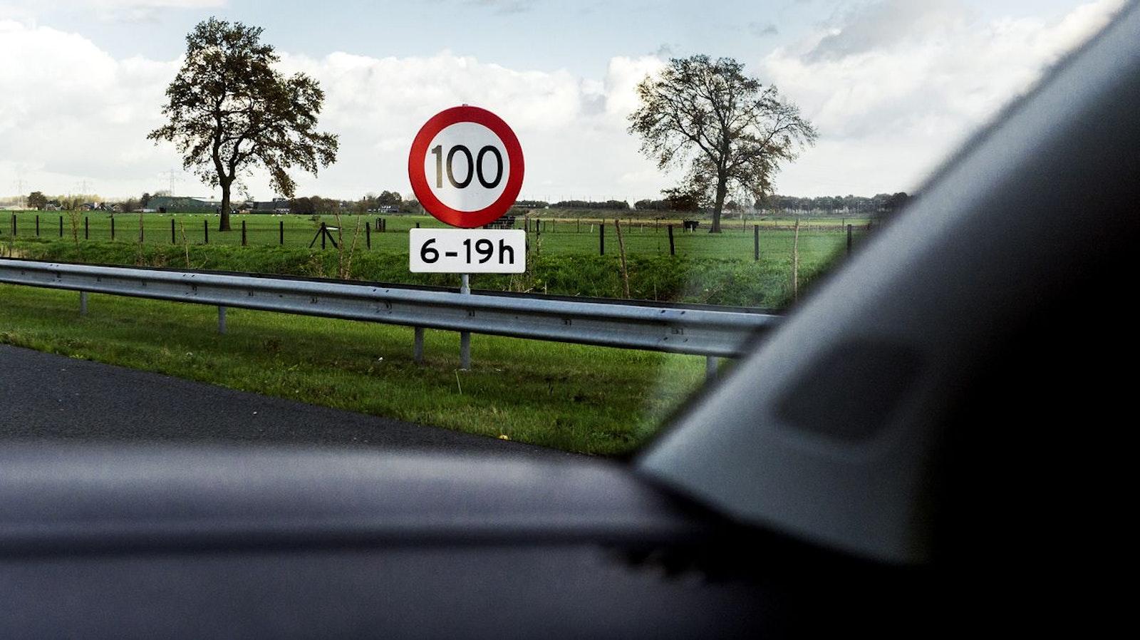 Ned 100 km/u
