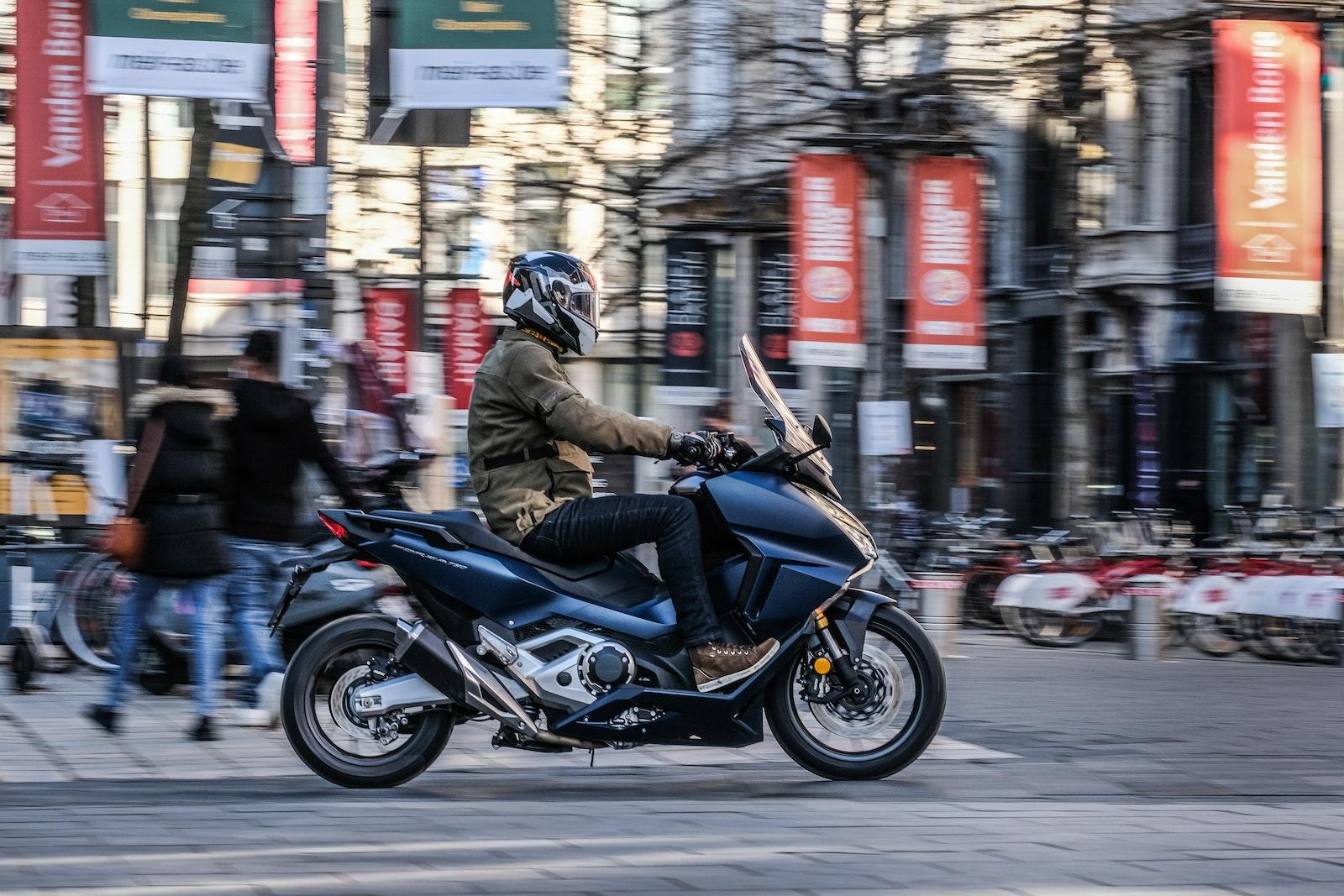 2021_Honda_Forza750_01